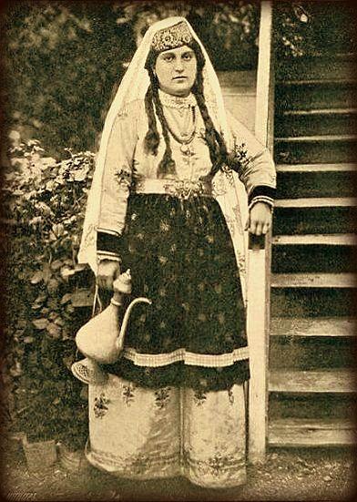 Tatars. Crimea Tatars. Крымская татарка. Фотография 1904 г.