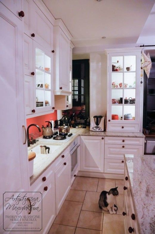 kuchnia klasyczna mała,classic style kitchen with granite countertop