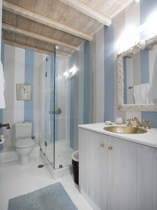 Bathroom Beach Design - striped walls