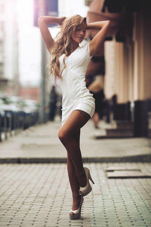 Картинка девушки со спины на каблуках