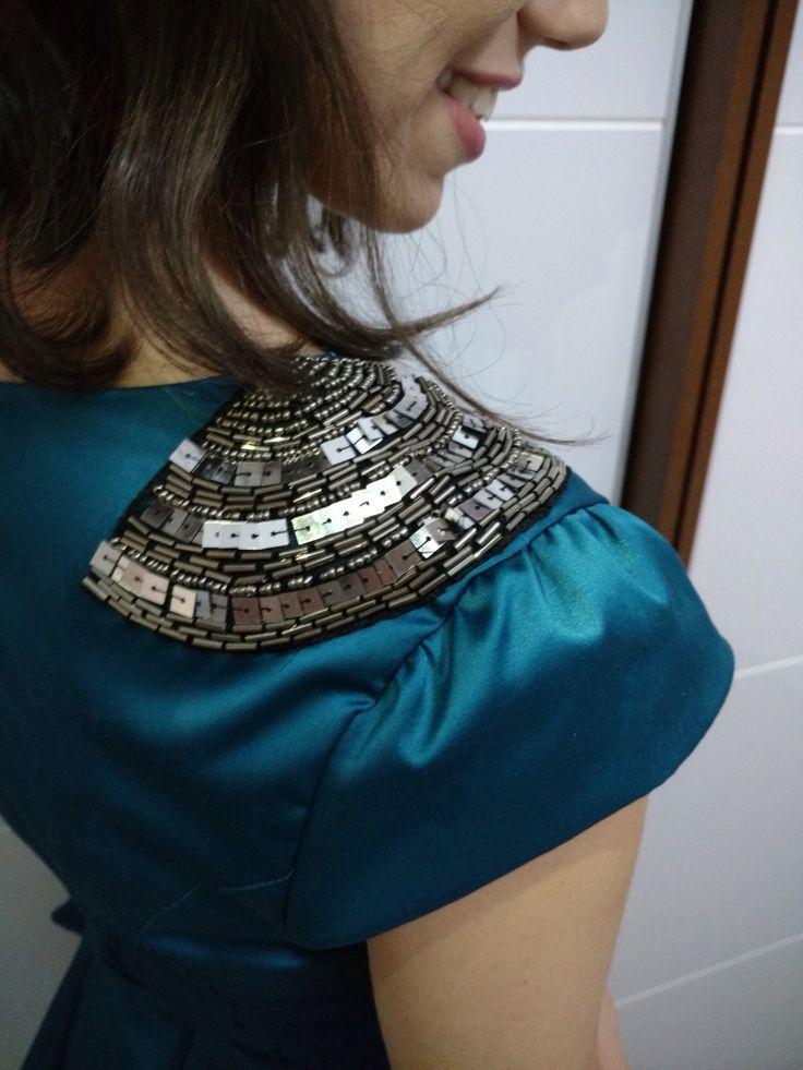 Olá meninas! Hoje vim mostrar para vocês um vestido LINDO que recebi da Palu Boutique. Ele é super fino, tecido de cor azul petróleo, é um brilho lindo. O ponto forte dessa loja são vestidos exclus…