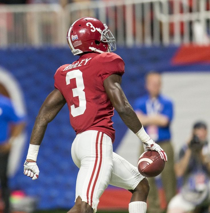 Alabama wide receiver Calvin Ridley (3) grabs a throw from Alabama quarterback Jalen Hurts (2) in stride and runs into the end zone to give Alabama a 10-7 lead during the first half of the Alabama vs. Florida State football game, Saturday, Sept. 2, 2017, at Mercedes-Benz Stadium in Atlanta. Vasha Hunt/vhunt@al.com