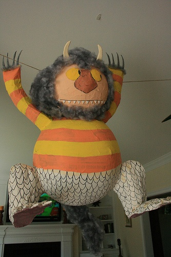 feel like this might take some time... but could actually be really cool and cheap  Awesome pinata #where the wild things are #olive #party ideas