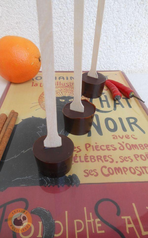 Szeretek forrócsoki-pálcát készíteni ajándékba, mert nagyon praktikus gasztroajándék, ami pikk-pakk készen van. Eddig készült már mogyo...