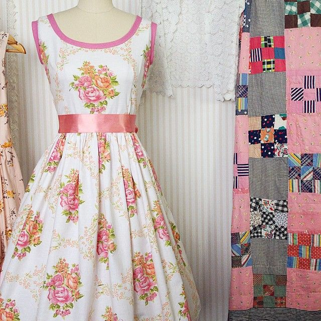 Stunning Bridesmaid Dress  That beautiful lace hem + lovely fabric = total prettiness overload    { Gertrude Made } #prettyinpink #bridesmaids #vintagewedding #vintagedress #vintagelove #vintagefabric #gertrudemade #homemade #withlove