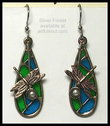 <a href=http://www.artfulsoul.com/store/infosifo8933.html target=window2>Silver Forest Stained Glass Dragonfly Earrings</a>