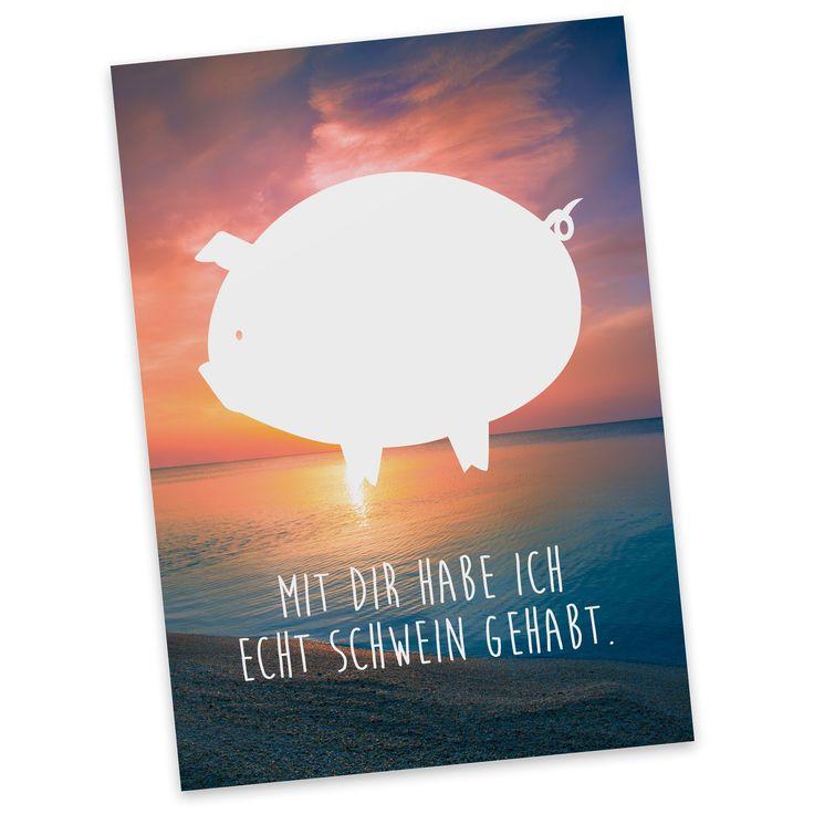 Postkarte Schwein aus Karton 300 Gramm weiß - Das Original von Mr. & Mrs. Panda. Diese wunderschöne Postkarte aus edlem und hochwertigem 300 Gramm Papier wurde matt glänzend bedruckt und wirkt dadurch sehr edel. Natürlich ist sie auch als Geschenkkarte oder Einladungskarte problemlos zu verwenden. Jede unserer Postkarten wird von uns per hand entworfen, gefertigt, verpackt und verschickt. Über unser Motiv Schwein Das Schwein gilt als Glücksbringer und wird gerne verschenkt, wenn jemand auf…