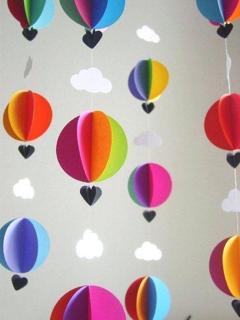 """Was für eine wunderbare Idee – hängende """"Heißluftballons"""" aus Papier"""