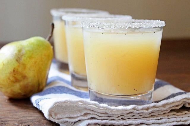 Vanilla, Pear, and Vodka Cocktail: Cocktails Glasses, Pears Juice, Vanilla Sugar, Vanilla Vodka, Pears Vodka, Vodka Drinks, Vanilla Pears, Cocktails Recipes, Vodka Cocktails