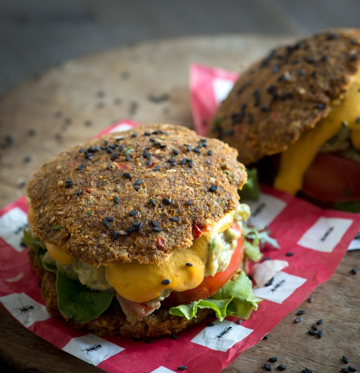 """Raw Vegan Guac Sandwiches with Smoked Red Pepper """"Cheese"""" Sauce @Rawmazing.com"""