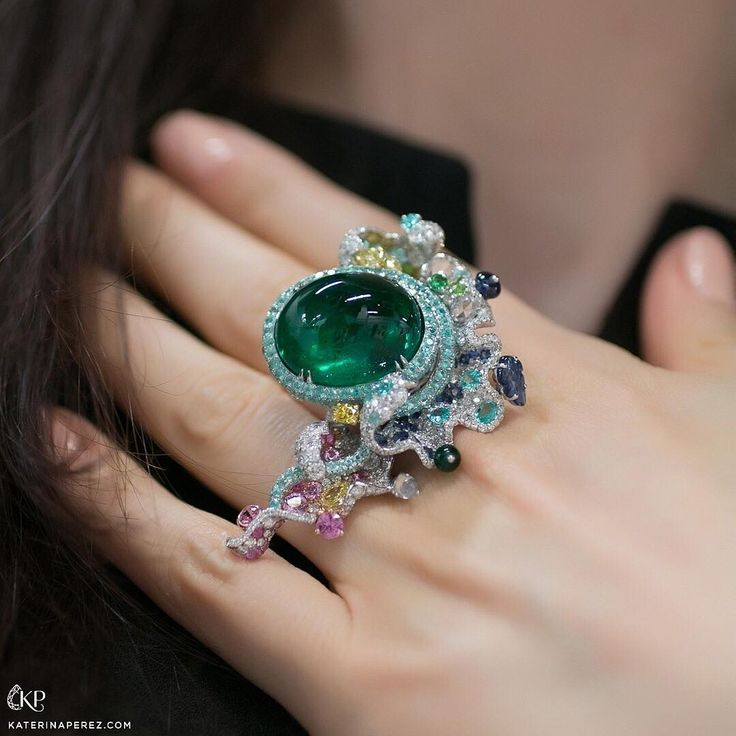 @annahu_hautejoaillerie rojg withba cabochon emerald