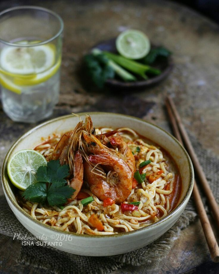 Spicy prawns curry noodles
