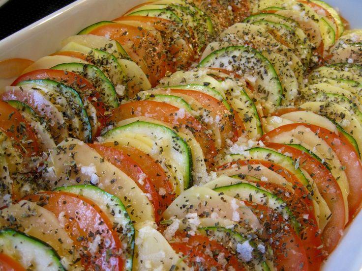 Taglagte tomater, kartofler og squash, zuchini, tomatoes, potatoes