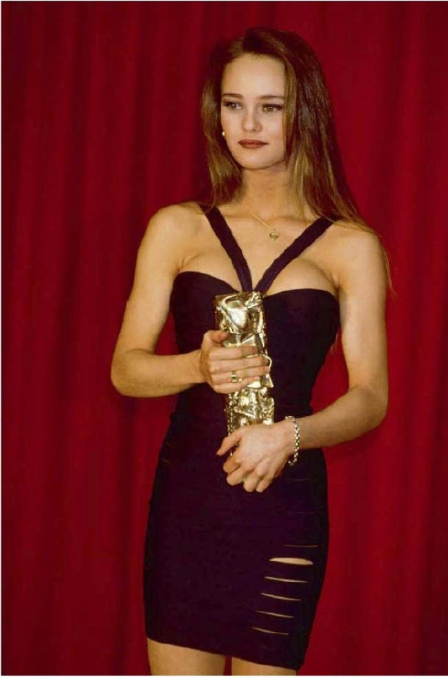 1990 vanessa paradis in an alaia dress with her 39 cesar 39 award for best actress cine vintage. Black Bedroom Furniture Sets. Home Design Ideas