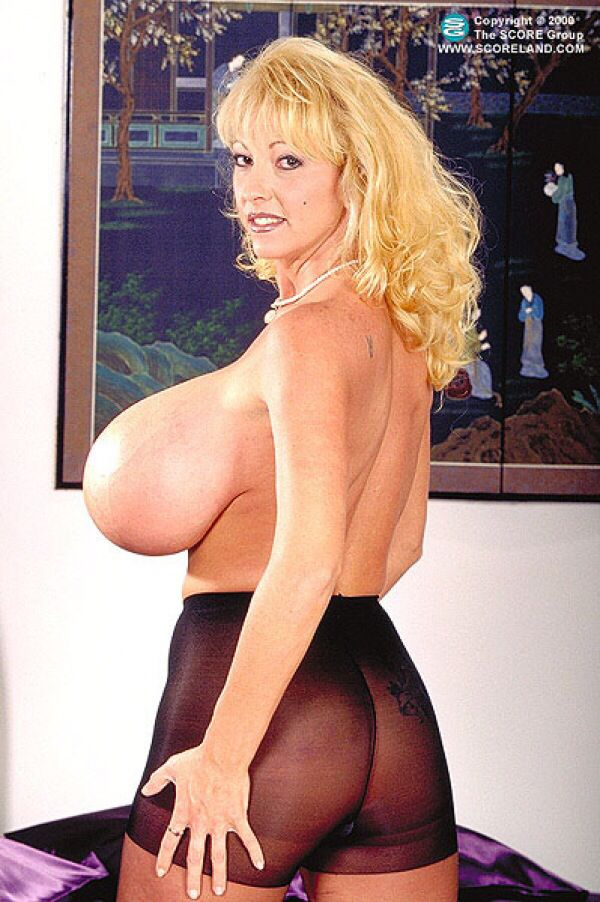 maxi mounds nude pict