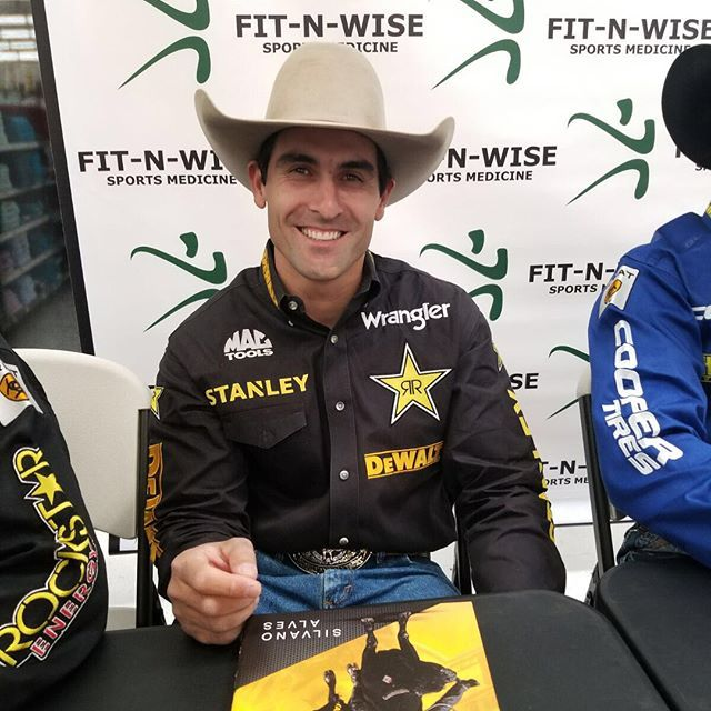 PBR signing day at walmart in Decatur- Tx was great! Thank you for all those people came. @fnwrodeosportsmed  #STANELYTOOLS #PERFORMANCEINACTION #PBR #DEWALT #GUARANTEEDTOUGH #wrangler #RockstarEnergy
