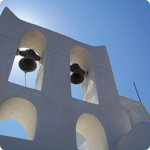 Σίφνος - το απέραντο γαλάζιο του ελληνικού ουρανού συναντά τη μοναδική κυκλαδίτικη αρχιτεκτονική σε μια απόλυτη αρμονία