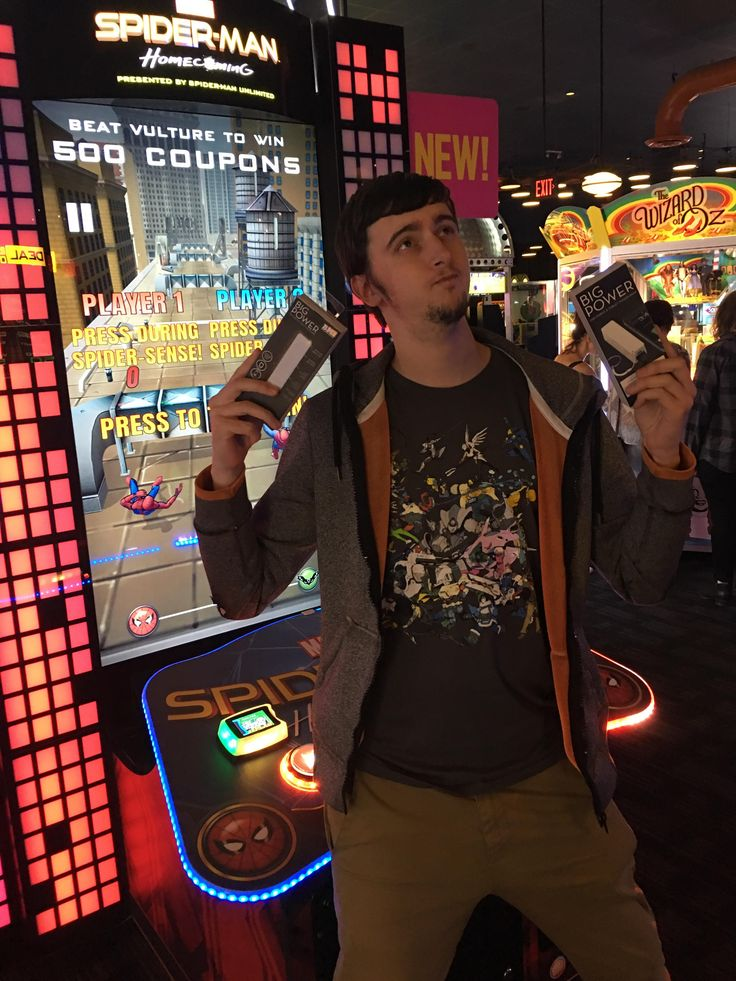 This Spider-Man arcade gives you 500 tickets for winning. Me and my friend beat it at the same time and the game glitched and gave us 2000 tickets. Got our selves some portable chargers with our bounty.