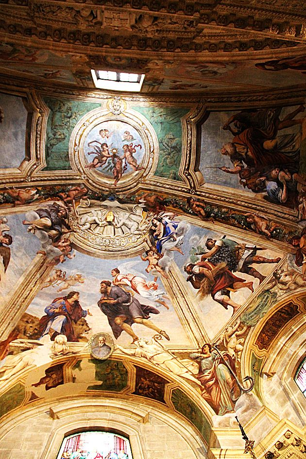 Amazing fresco in the cathedral of Syracuse. Many more pictures and info: http://palermo.for91days.com/11/12/17/the-cathedral-of-syracuse-and-its-plaza
