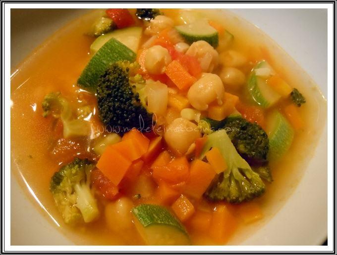 Sopa de verduras y garbanzos