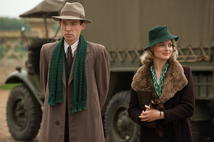 Domhnall Gleeson and Margot Robbie in Goodbye Christopher Robin (2)