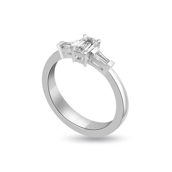 ANELLO TRILOGY CON DIAMANTI 18CT ORO BIANCO | Anello Trilogy con Diamante Centrale Taglio Smeraldo. Il totale dei carati per questo anello e` disponibile da 0.30ct a 0.80ct. Il diamante centrale, taglio smeraldo, pesa da 0.14ct a 0.50ct le due baguette latarali pesano da 0.16ct a 0.30ct.Tutti i diamanti sono montati a griffe.Tutti i diamanti sono disponibili in H, G ed F colore e in VS1 ed SI1 purezza. L`anello e` accompagnato dal certificato del diamante.
