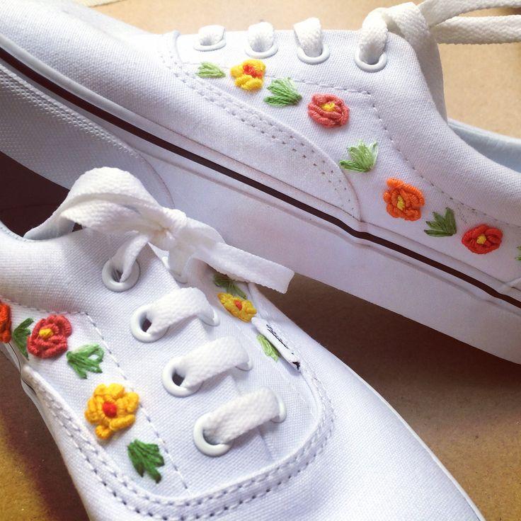 Tenis bordados a mano #embroidery #handembroidery #mexicanembroidery #bordado #bordadoamano  #tenis #tenisbordados #converse #converseallstar #vansgirls #vansméxico #vansmexico #hechopormexicanos