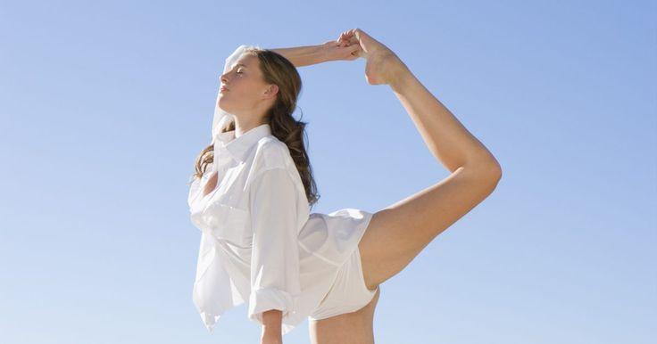 Ejercicios de porristas para hacerte flexible rápidamente. Las acrobacias, volteretas y saltos de las porristas requieren gran flexibilidad. La elongación estática mejorará tu flexibilidad. En la elongación estática, mantienes la posición de elongación sin rebotar ni moverte. Para avanzar más rápidamente, asegúrate de mantener las elongacioens estáticas durante 30 segundos y elongar una vez al día. ...