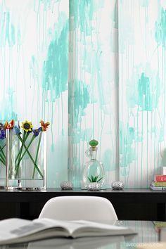 Como crear un efecto de acuarela con pintura en paneles de madera o simplemente crear la textura directamente sobre las paredes de tu hogar.   LiveColorful/es