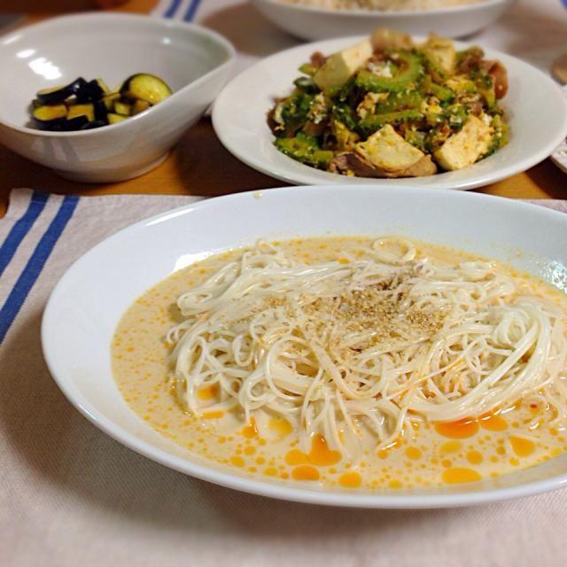 そうめんの麺汁が飽きたら豆乳をin☆ラー油も好みで。ゴーヤチャンプルーと一緒に。 - 10件のもぐもぐ - 豆乳そうめん by kuroyuka0626