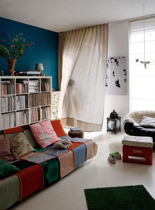 Hmm.. in doubt. Should it go in Interior or in Music? Love the collection of records and the vintage(?) stereo set. But also love the colors in the interior....   Via: RIAZZOLI.: inspiring details.