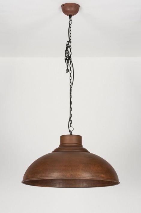 Artikel 72193 Deze grote hanglamp is sfeervol van vormgeving en heeft een tijdloos karakter. De kap is in zijn totaliteit volledig verweerd, geoxideerd en verroest. Fraai detail is de subtiel aangebrachte hamerslag. https://www.rietveldlicht.nl/artikel/hanglamp-72193-sale-eigentijds_klassiek-landelijk-rustiek-industrie-look-brons_roest_bruin-roest-bruin-brons-metaal-rond