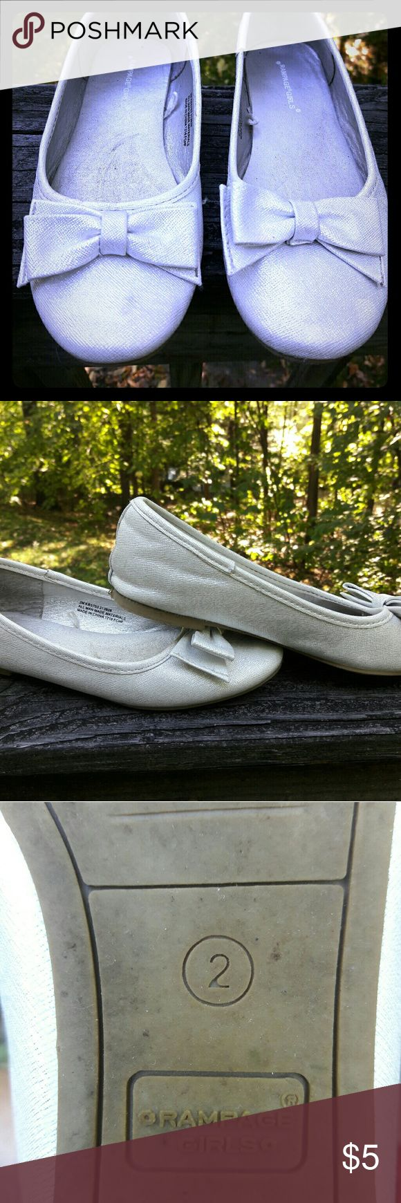 👸Diamond Sparkly Little Girls Flats 💎 Super cute sparkly white/silver flats for a special occasion or to snazzy up a simple outfit. Shoes Dress Shoes
