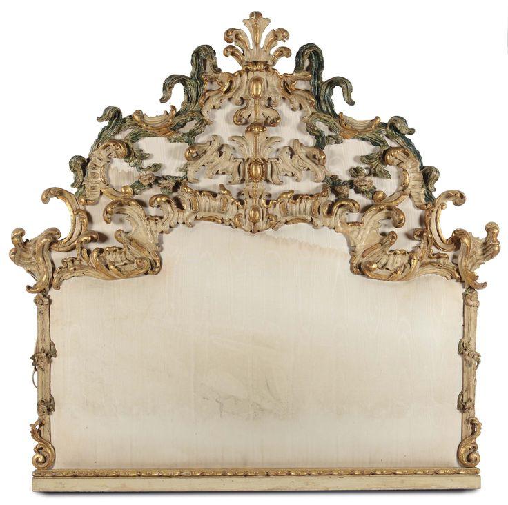 Testiera di letto Luigi XV in legno intagliato, laccato e dorato, probabilmente italiana, XVIII-XIX secolo