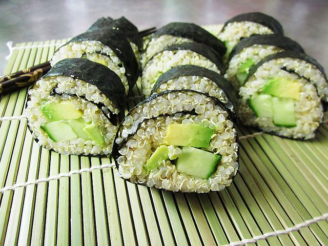Quinoa sushi? I shall have to give it a try!Avocado Sushi, Food Recipe Quinoa, Food Recipe Vegan Vegetarian, Vegetarian Food Healthy, Healthy Food Ideas Vegetarian, Vegan Quinoa Recipe, Sushi Rolls, Quinoa Avocado, Quinoa Sushi