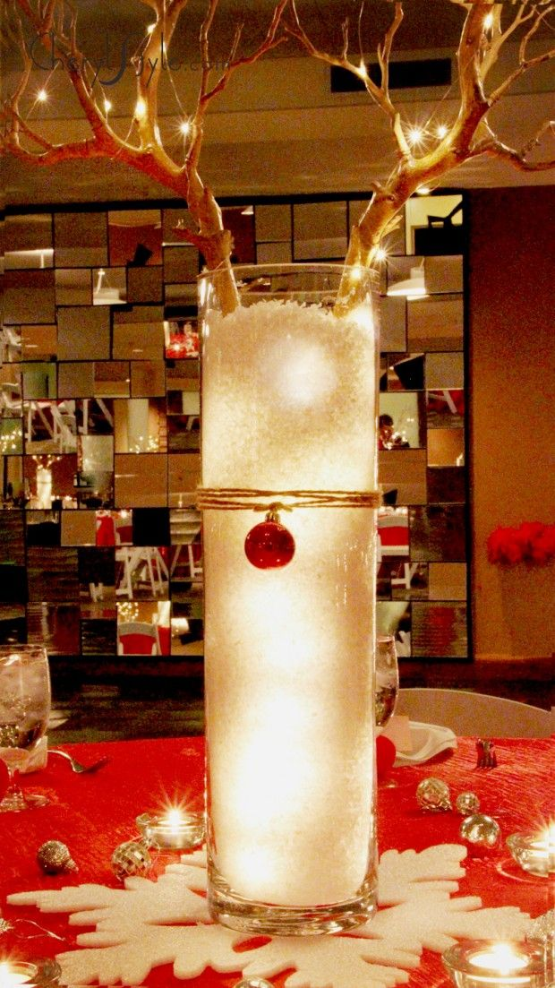 Reindeer Christmas Centerpiece. Super pretty and doesn't look *too* hard to execute. A def must this year.