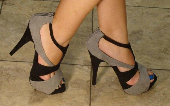 .Forever 21, Hot Shoes, Colors Combos, Style, Black Heels, Nails Polish, Sandals, High Heels, Blue Nails