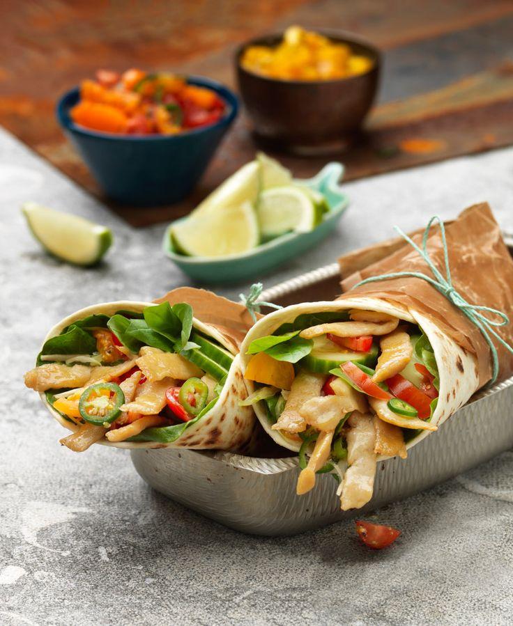 Vegetariska wraps med Tzay, vitkålsslaw och jalapeñosalsa.