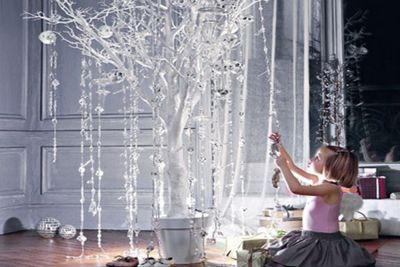 Modern Christmas Tree Alternatives-Love these creative alternatives for the traditional Christmas tree and table top tree ideas.