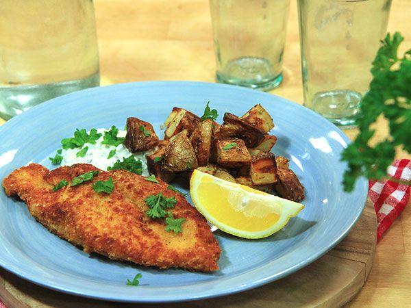 Frasig kycklingschnitzel med kapris- och citronsås | Recept.nu