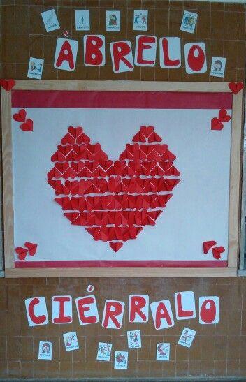 Día de la Paz. Origami colectivo. Mural para la canción corazón de cremallera.