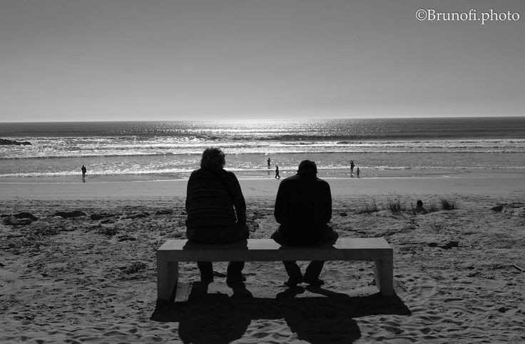 Old eyes reaching the old infinity  #infinity #sea #water #old #couple #infinito #agua #oceano #mar #velho #casal #portugal #photography #photographer #fotografo #fotografia