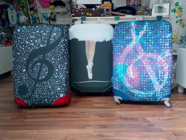 Cosa ne pensate delle nostre COVER ? Per cambiare un po faccia alla vostra vecchia valigia ma soprattutto per riconoscerla subito al ritiro bagagli in aeroporto❗Noi le abbiamo amate dal primo istante
