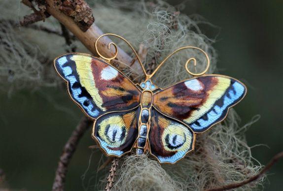 MINT David-Andersen. Brosje, stor sommerfugl, i forgylt sterling sølv med emalje. Vintage