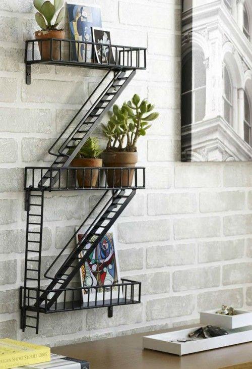 Prateleiras em formato de escada de incendio