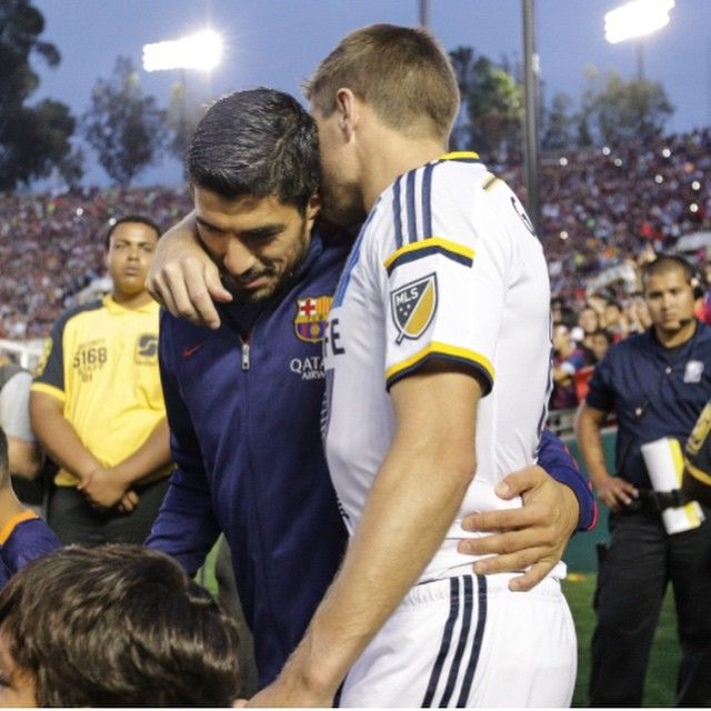 Was great to see and play against my good mate last night at the Rose Bowl . I hope he has another fantastic season with his team @luissuarez9 #lagalaxy#barca#rosebowl#93000 ⚽️