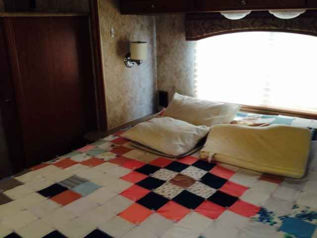 2010 Used Winnebago Outlook 31C Class C in Ohio OH.Recreational Vehicle, rv, 2010 Winnebago Outlook 31C, 2010 Winnebago Outlook M-31C: automatic leveling jacks; rear vision camera, fiberglas exterior, max air covers on 3 vents, 2 power roof vents, spare tire; heated mirrors; awning; slider toppers; trailer hitch; Acme Tow Dolly with hydraulic brakes; electric step; roof mounted satellite dish; inside entertainment center; gas and/or electric furnace; ducted air conditioning; microwave…