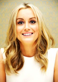 taylor schilling the look she has when she sees laura prepon from far