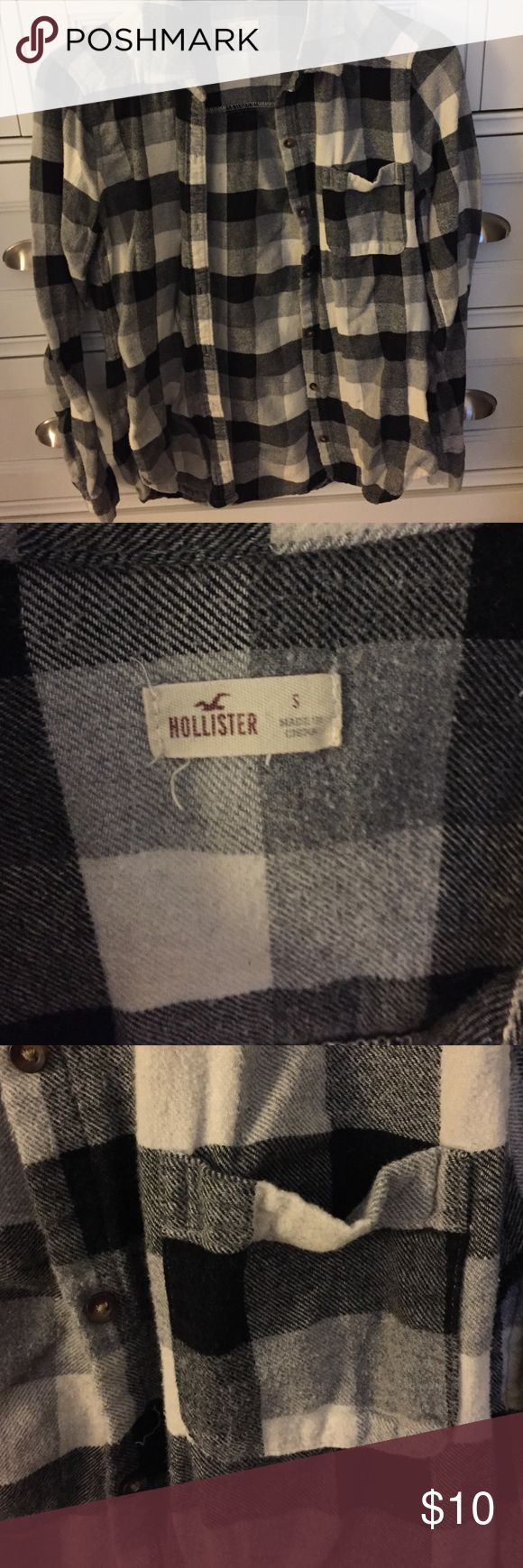 Black and White Flannel Flannel material. Fits well. Comfortable and adorable. I only wore this a few times but every time I did, I loved it! You will too ☺️ Hollister Tops Button Down Shirts
