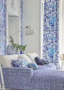 designers-guild-collectie-behang-kussens-gordijnen-transparant-bloemen-klassiek-flora-fauna-plaids-vakantiewoning-standhuis-kleurrijk-kleur-op-kleur-interieur-2017-500x700-31